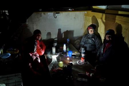 A cold night in the Abri-Simond hut
