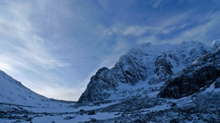 NE Buttress on the walk to the CIC Hut